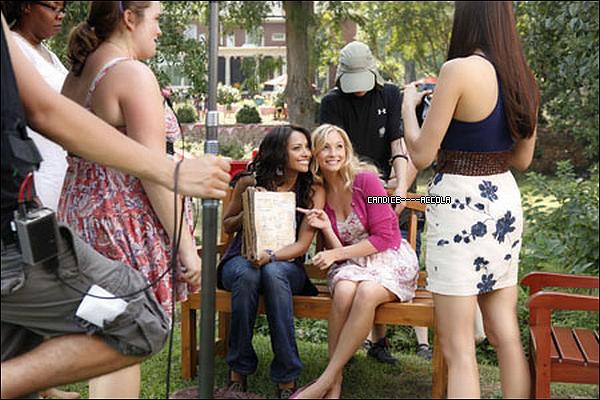 "Stills de l'épisode 3x05 de TVD + Photos BTS de Candice lors de l'épisode 3X04 + Promo de l'épisode 3X05 de TVD !   Stills de Caroline pour l'épisode 3x05 de TVD + Photos Behind the Scene de Candice lors du tounage de TVD épisode 04 + Promo de l'épisode 3X05 de TVD intitulé  ""The Reckoning""  !"