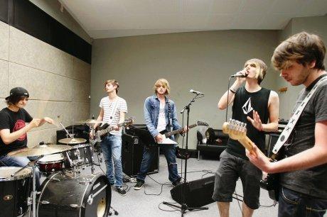Sud Ouest - Eskemo en concert a la fête de la musique