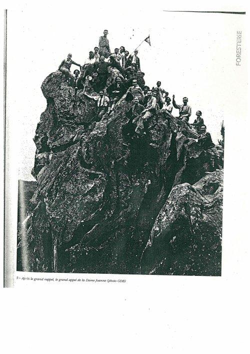337 LE GDB - LE GROUPE DE BLEAU A LA DAME JEANNE EN 1932