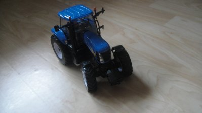 New Holland T 8040