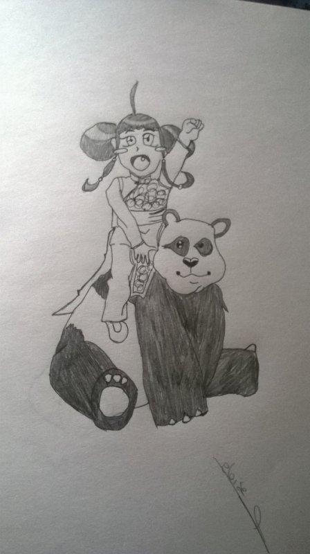 petite fille sur un panda en peluche