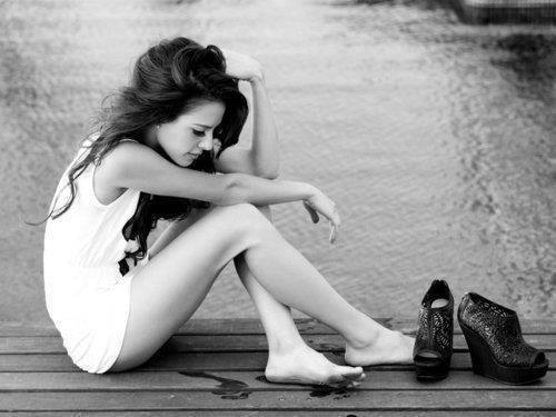 Lorsqu'une fille pleure sans raison, c'est parce qu'elle évacue toutes les fois où elle voulait pleurer mais elle a sourit.