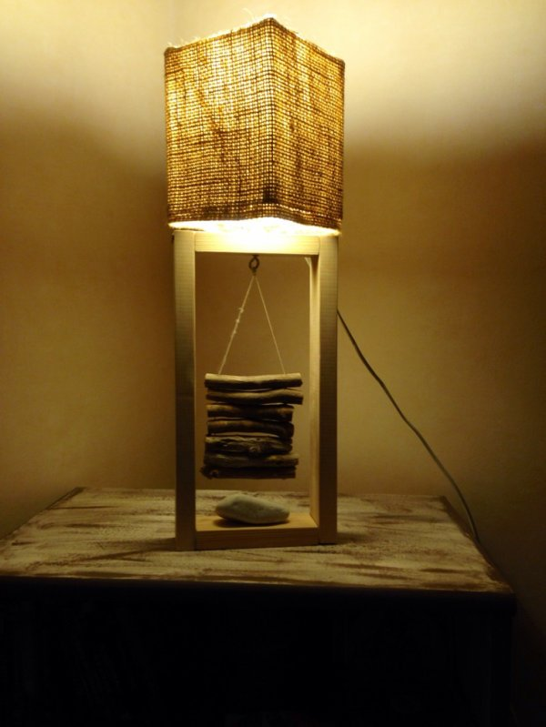 petite lampe toile de jute bois flott e contemporaine. Black Bedroom Furniture Sets. Home Design Ideas