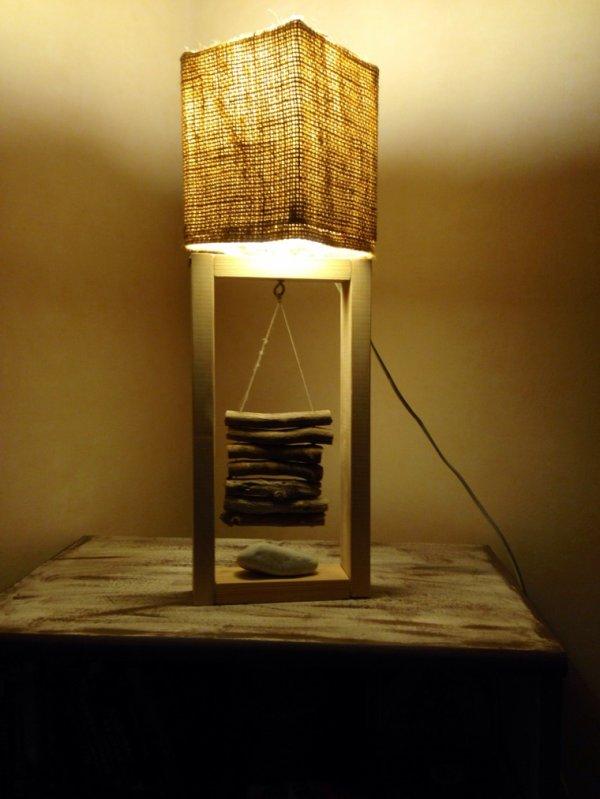petite lampe toile de jute bois flott e contemporaine. Black Bedroom Furniture Sets. Home Design Ideas