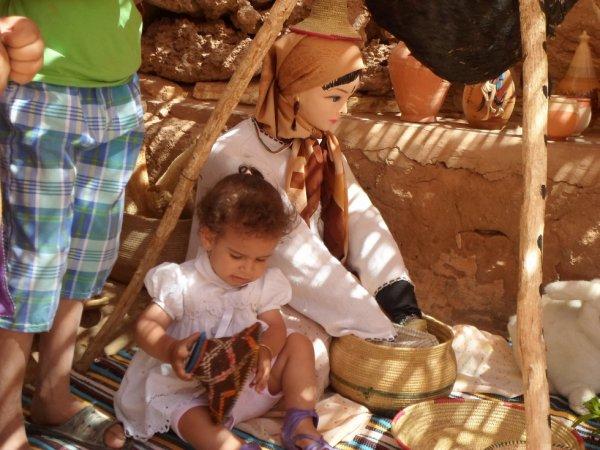 Fati    avec une poupée