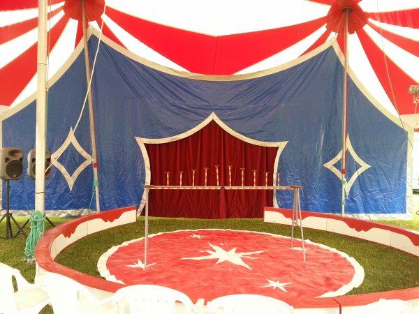 le nouveau chapiteau du cirque francotelli 250 place