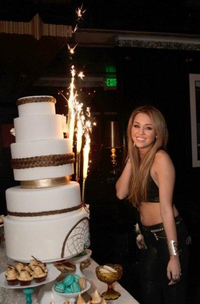Bonne Anniversaire Miley !!!!!!