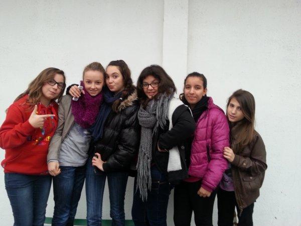Elisa, Chaima, Imane, Kenza,Paloma et moiiii <3