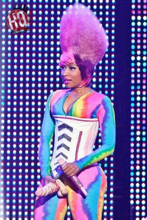"""y ____Nicki Minaj & Lil WayneNicki Minaj était à Los Angeles ce 22 Avril pour  """"I Am Still Music"""" tour . Pour les autres photos allez ici. Weezy était également présent."""