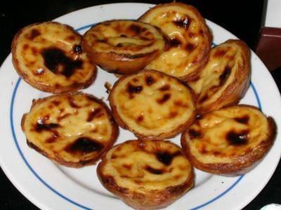 C\u0027est un gâteau traditionnel portugais !! C\u0027est à peut près l\u0027équivalent du  flan à la crème français mais en plus petit. Rien que ce gâteau nous  rapelle de