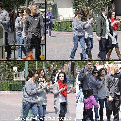 Samedi 9 Avril : Selena et sa famille ont passer un bon moment a Disneyland en Californie .