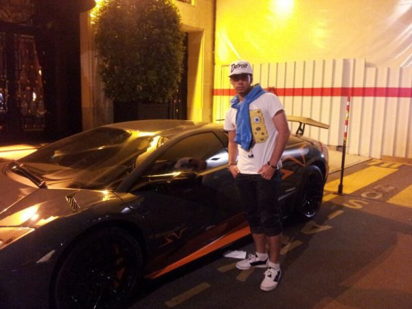 Moi mode pose voiture sport :)