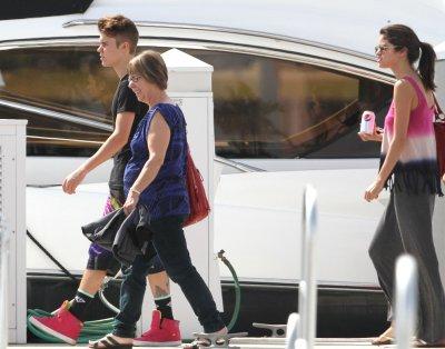 Le 11 mars 2012 Selena et Justin en Floride pour une partie de pêche.