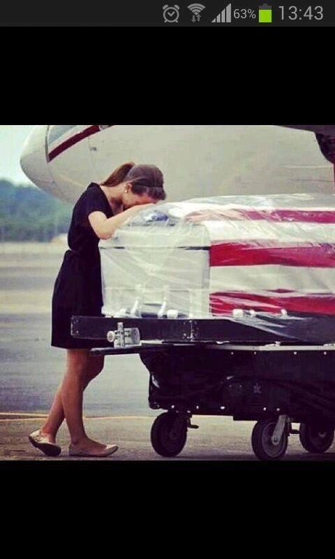 Au lieu de s'occuper leur mariage, elle doit s'occuper de ses funérailles.. ( Lea Michelle )