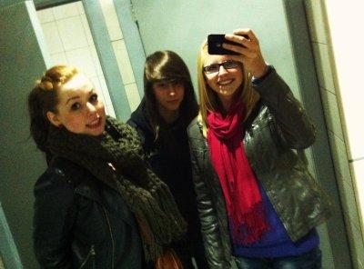 Une rousse, une brune et une blonde, 4ans d'amitié et même séparé dans des écoles différentes, une amitié en or♥♥.