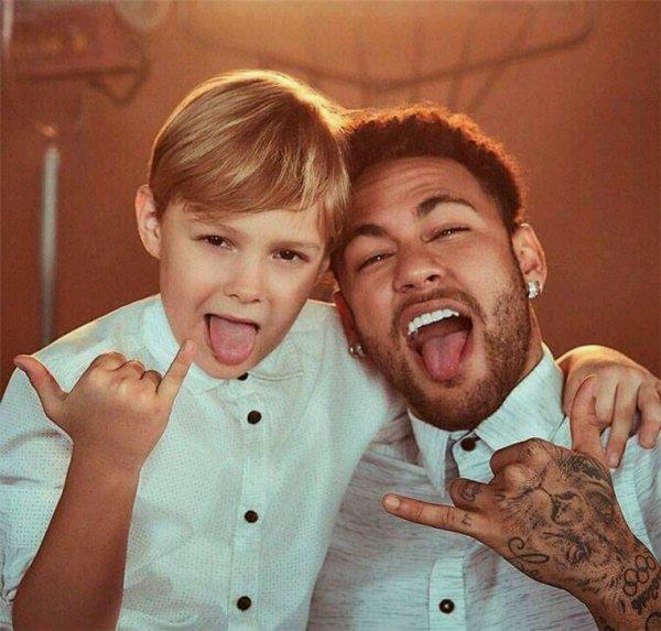 Neymar JR avec Son fils Davi