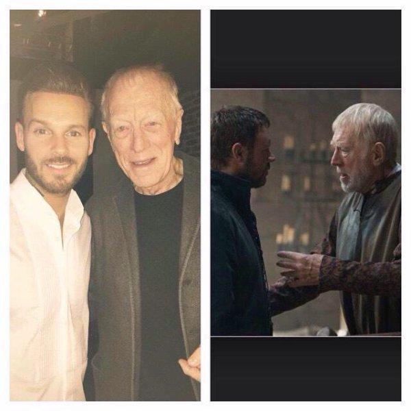 Visite d'un Grand Monsieur du cinéma ce soir au concert des enfoirés! Pour le Robin des bois que j'ai été c'est Walter de Locksley dans la version de Ridley Scott... Max Von Sydow  #robin #walterdelocksley
