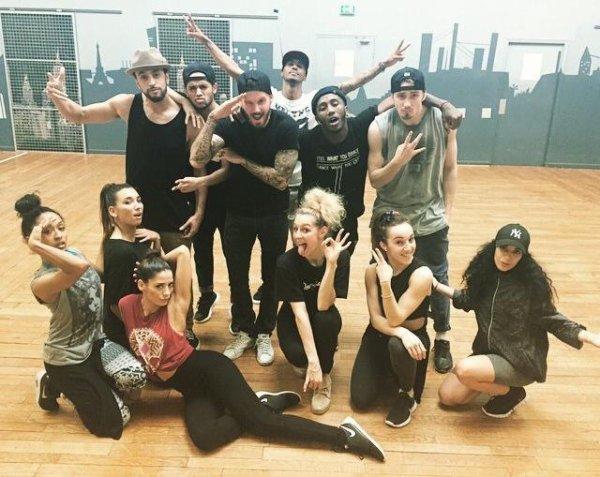 Ça y est niveau danse on est prêt! Voici l'équipe des danseurs du R.E.D Tour : @cassymkps @farrahbenamor @djessieperot @camillerocher @leilamedour @zeddancer @dominiquestz @nikola_medea @armizy @maniekartman #juliana et notre petite blessée @celiinebaron qu'on retrouve bientôt. #redtour #pokoteam #bientotdansvoszeniths