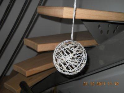 boule en laine collée