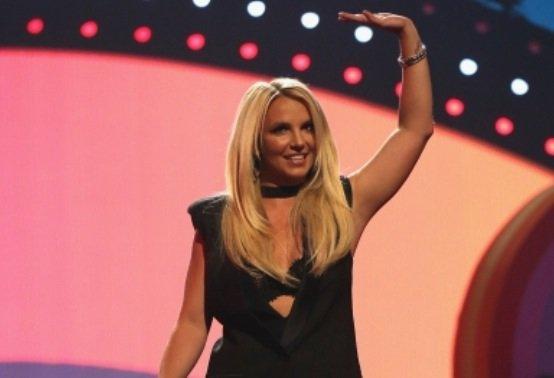 Britney présente le iHeart Radio Music Festival (21-09-13)