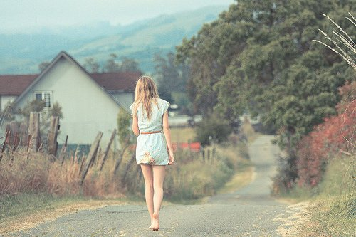 Je connais cette sensation, ce sentiment horrible. Comme si j'avais besoin de toi. Je ne veux plus revivre ça pour le moment. Avoir mon humeur qui dépend de quelqu'un, c'est pas pour moi. J'abandonne l'amour pour quelques temps.