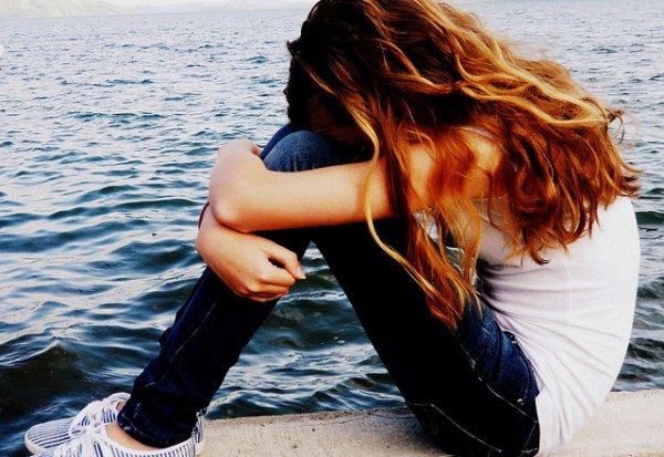 """"""" Il existe certaines douleurs qu'on ne peut pas soigner avec des médicaments. Ceux qui en souffrent font alors de leur possible pour guérir seuls. Certains soignent le tourment de leur solitude en se faisant de nouveaux amis. D'autres font face à une culpabilité déchirante grâce a une dose d'argent. D'autres encore, soulagent leur désir brûlant avec des petits actes de tendresse. Malheureusement, il restera toujours des gens incapables de commencer a guérir. Parce qu'ils sont conscient qu'ils n'ont pas fini de souffrir. """""""