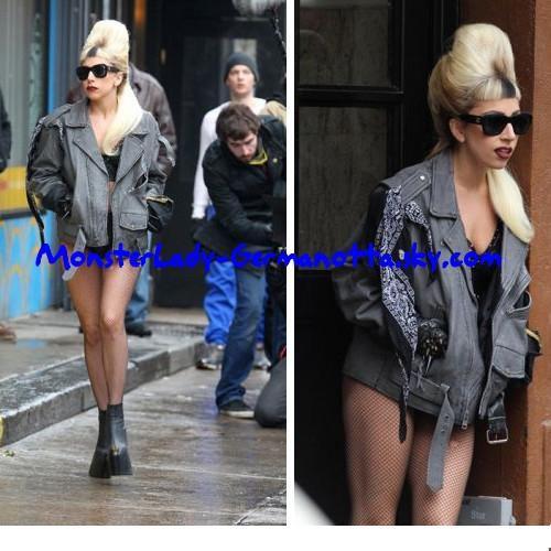 28/02/11 : Lady Gaga a été repéré sur le tournage des séquences pour son HBO spéciale (diffusée sur le 7 mai) dans les rues de New York.