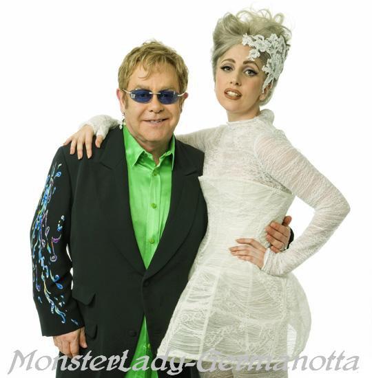 Lady Gaga , marraine du Bébé de Elton John ! Dans une récente interview, Elton John et son partenaire David Furnish, ont donné suffisamment d'informations pour deviner que Lady GaGa est la marraine de leur bébé Zachary!