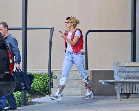 Lady GaGa twitte: Pochette de BTW + GagaVision #42!