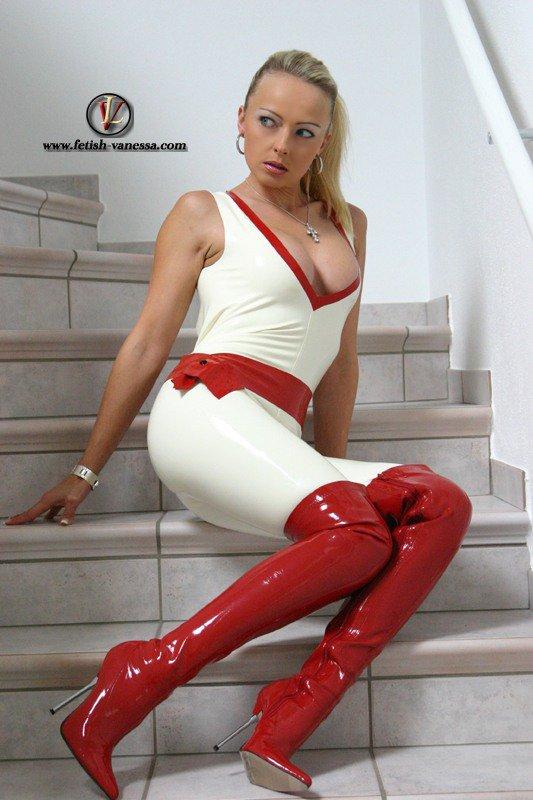 Beautés Bottées 3 :spécial Vanessa