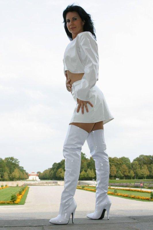 Beautés Bottées 6 : cuissardes blanches