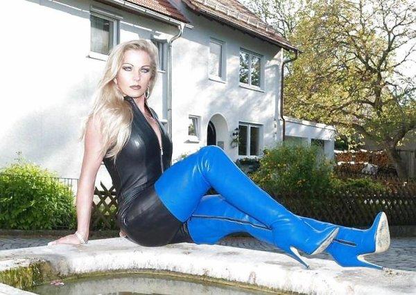 Beautés Bottées 7 : spécial cuissardes bleues