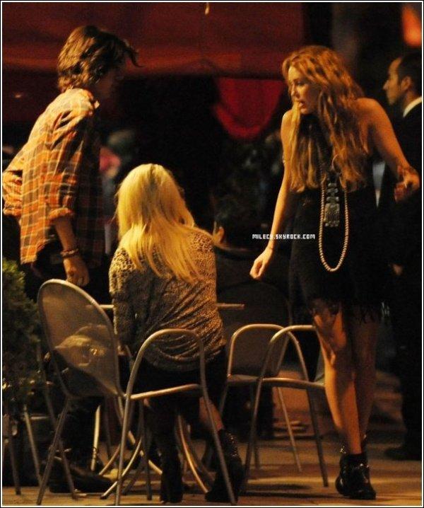 . . Miley Cyrus Dîne a Los Feliz  avec Avan Ogia . . .