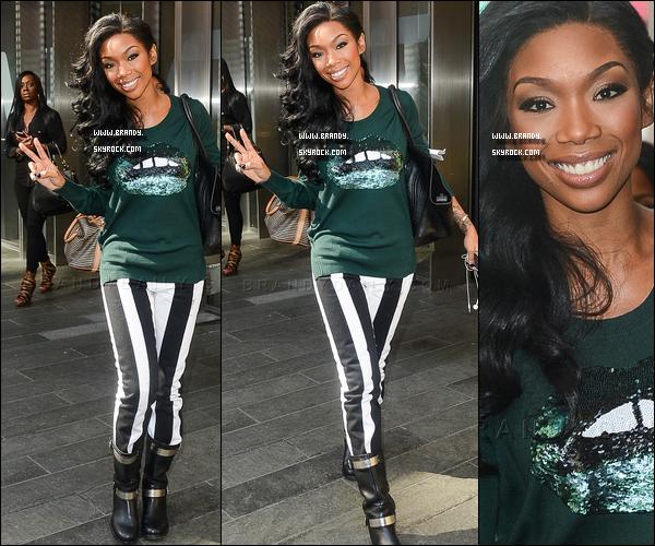 . 17/10/12 : Brandy à été aperçue arrivant dans les studios de la « Big Morning Buzz'  ». .
