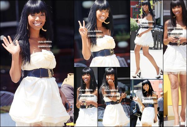 . 20/04/2010 : Brandy arrivait dans les studios Wendy Williams NYC avec une telle robe à couper le souffle. - Top ? .