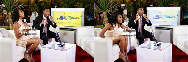 .30/06/13 :  Brandy était présente à la cérémonie des « B.E.T Awards » au Staples Center de Los Angeles. +  Brandy était ravissante dans sa longue robe blanche. Elle a notamment posé avec plusieurs célébrités. Voir ci dessous..