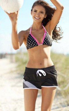 Nina Dobrev en maillot de bain ou bikini pour le magazine