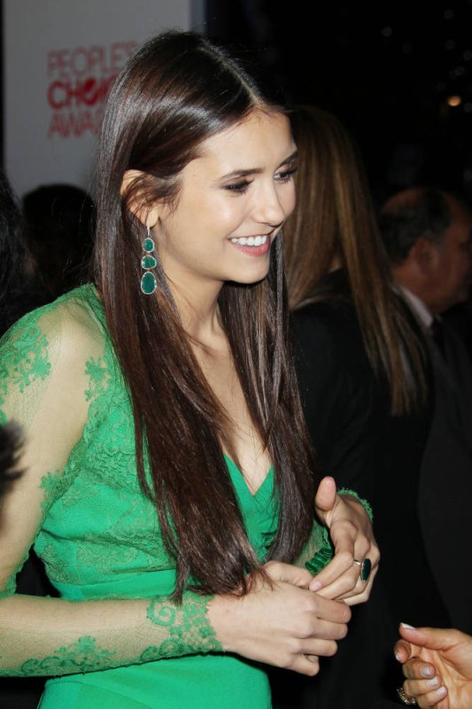 "11/01/2012 Nina au ""Press Room"" au People's Choice Awards"