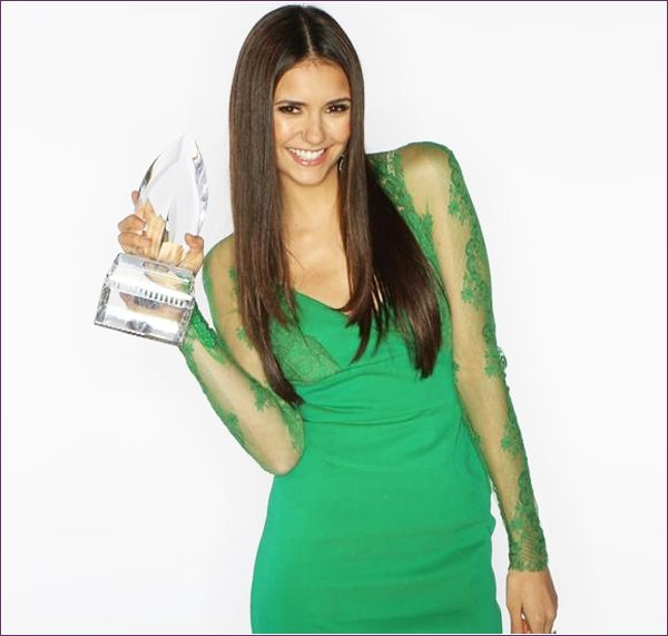 Nina a poser pour une photomaton au People's Choice Awards