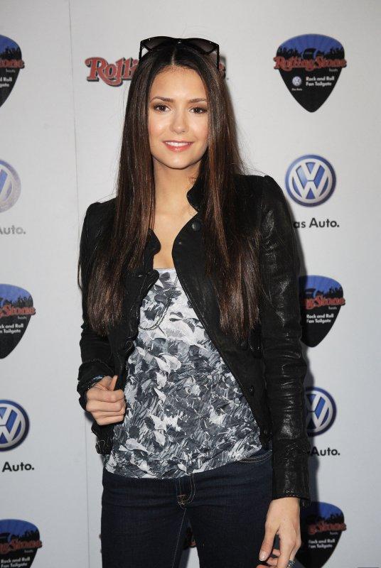"""05/02/2012 Nina était a la fête """"Rock & Roll Fan Tailgate"""" organisée par The Rolling Stone et Volkswagen"""