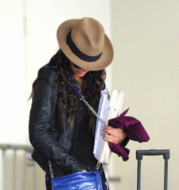 24/02/2012 Nina arrivant a l'aéroport de LAX