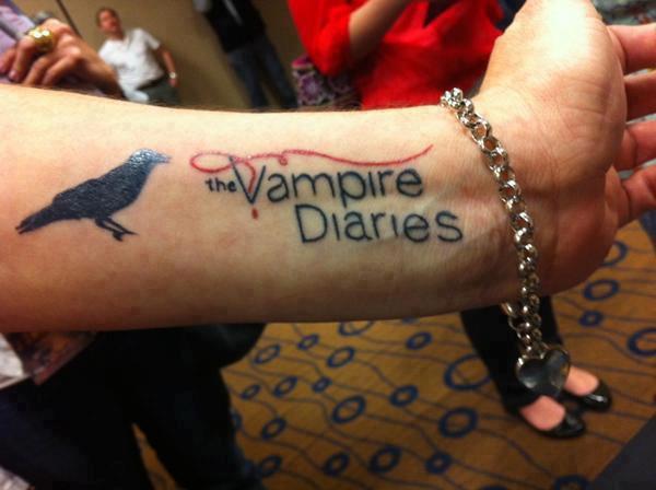 05/03/2012 Nina a twitter : À une Convention de Vampire Diaries ce weekend: Wowzers maintenant c'est un fan de TVD dévoué...et yupp c'est vrai!