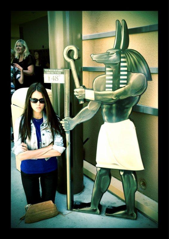20/04/2012 Nina a twitter : Ahhhhhh!!! C'était un appel proche.. Presque perdu un membre là!