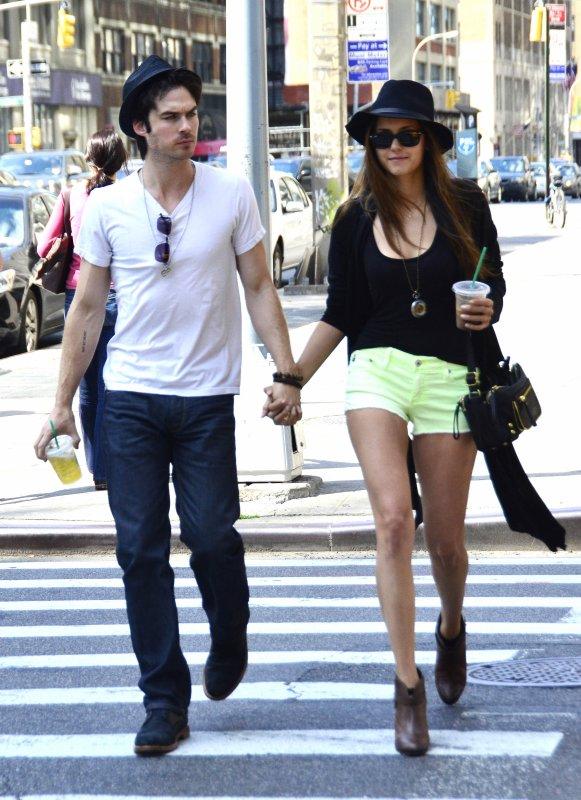 13/05/2012 Nina & Ian ont été vue main dans la main a New York
