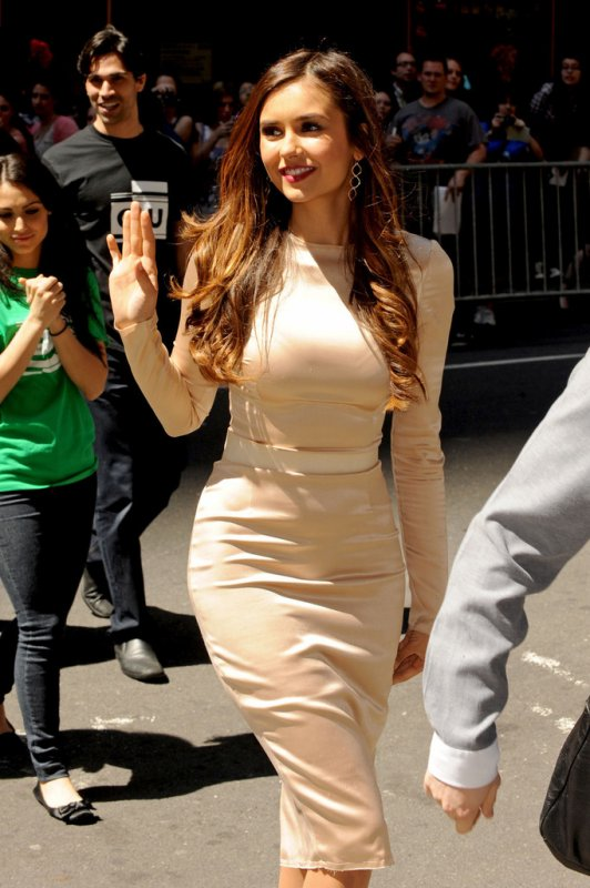 17/05/2012 Nina arrivant au CW Upfronts