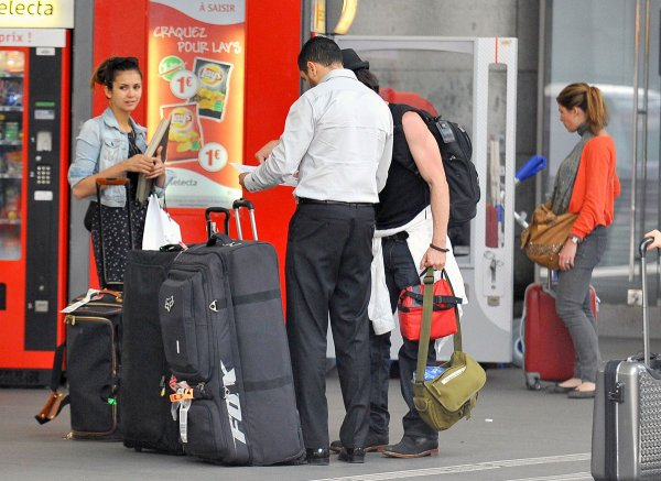 """28/05/2012 Nina & Ian étaient a la """"Gare Montparnasse"""" pour quitter Paris"""