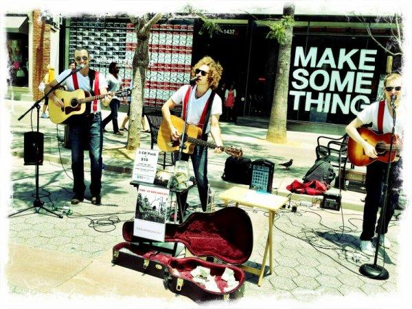 09/06/2012 Nina a twitter : Juste entendu ces gars jouant sur la 3rd Street Promenade en SM-très talentueux thesuspenders.net @ariherstand