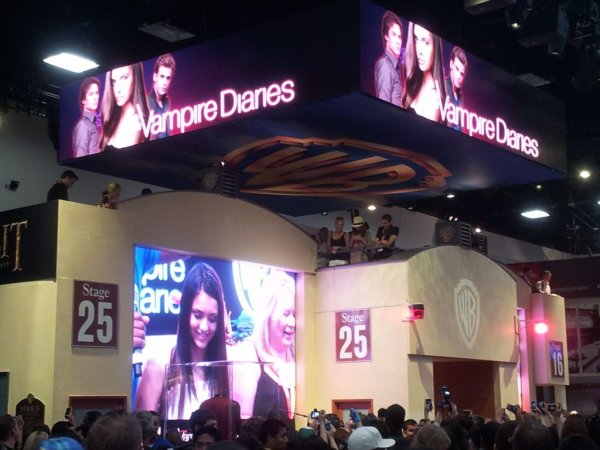 14/07/2012 Nina & le Cast de TVD signant des autographes