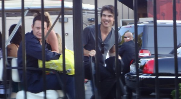 22/07/2012 Nina & Ian, en dehors des Teen Choice Awards