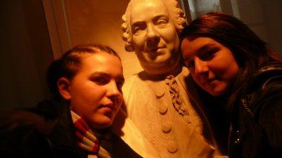 Coralie et moi. Voyage scolaire dans un musée à Paris
